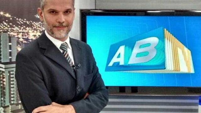 Apresentador de telejornal da Globo é atingido por bala perdida
