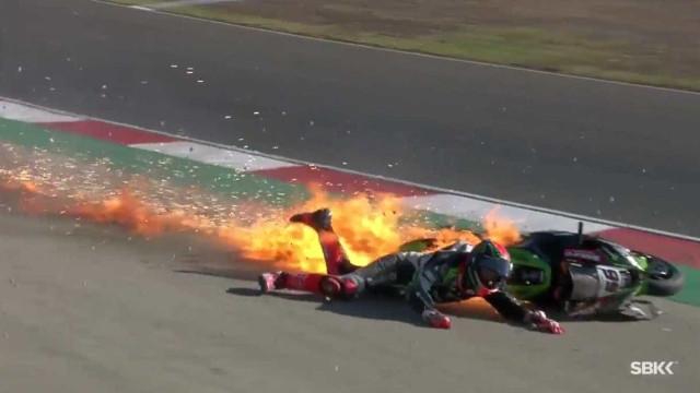 Piloto é ejetado e moto pega fogo em acidente assustador no Superbike