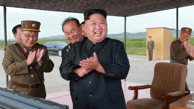 Embaixadora dos EUA sobre Coreia do Norte:  'Muitas opções militares'