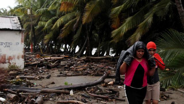Maria se converte em furacão e pode ter ventos de 203 km/h