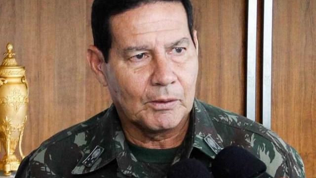 General faz ameaça e não descarta 'intervenção militar' no Brasil
