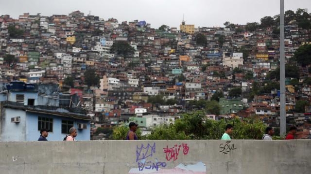 Polícia faz grande operação na Rocinha após domingo de tiroteios