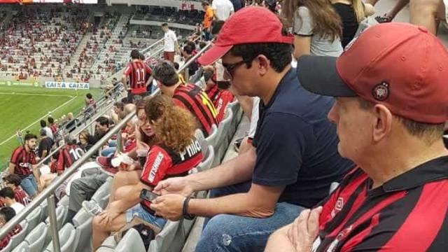 Moro vai à Arena da Baixada e vibra com vitória do Atlético sobre o Flu