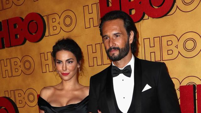 Santoro e Mel Fronckowiak vão a premiação após nascimento da filha