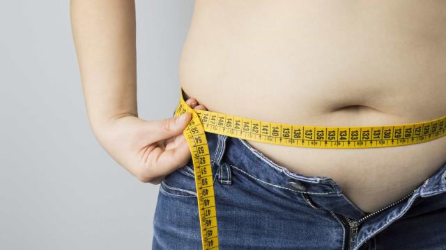 Sobrepeso quando jovem aumenta chance de ataque cardíaco na vida adulta