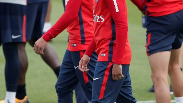 Trio que chantageou lateral que joga com Neymar no PSG é preso