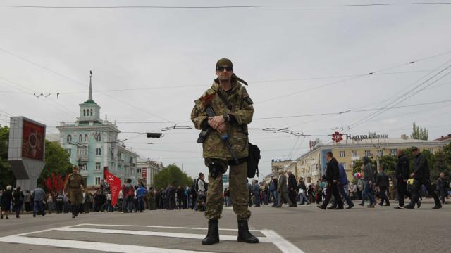 Explosão sacode o centro de Lugansk, no leste da Ucrânia