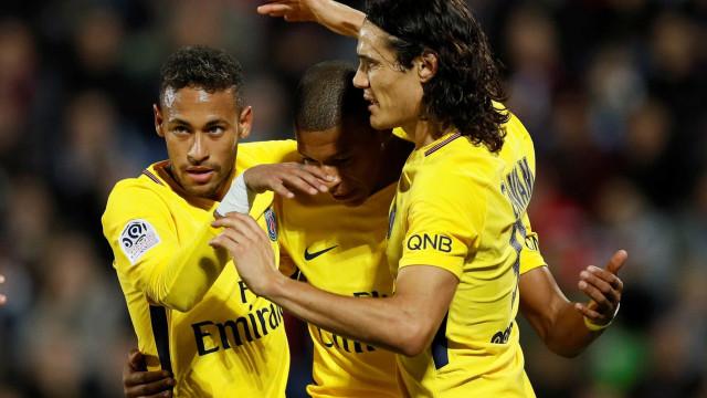 Balotelli diz que Neymar 'nem deveria pedir para cobrar' pênalti