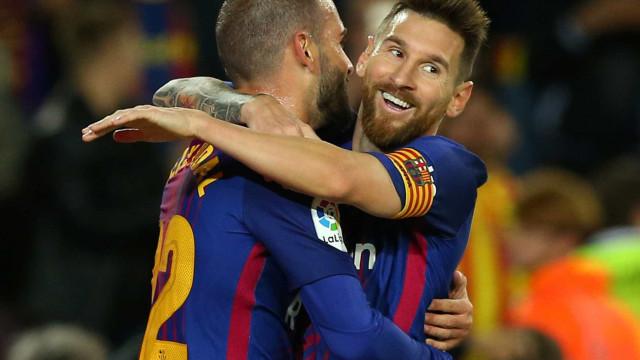 Messi marca quatro, Paulinho brilha como titular e Barça goleia o Eibar