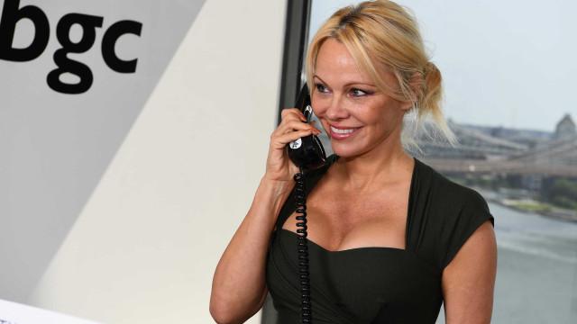 Pamela Anderson pede que Kim Kardashian pare de usar casacos de pele