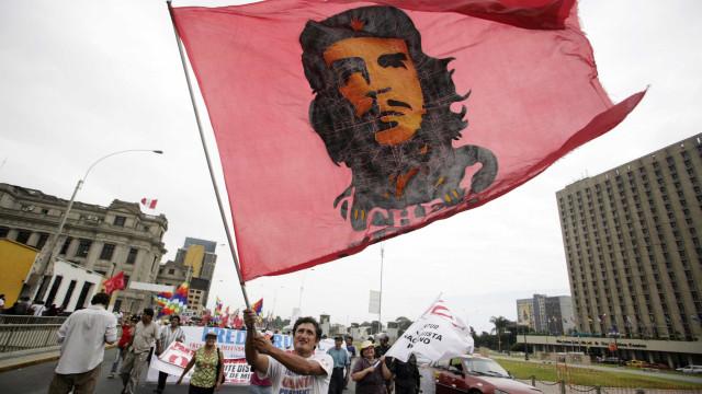 Confusão na entrega de medalha a filho de Che Guevara no Rio; assista!