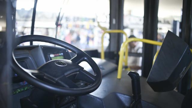Acidente entre dois ônibus escolares deixa crianças feridas no Paraná