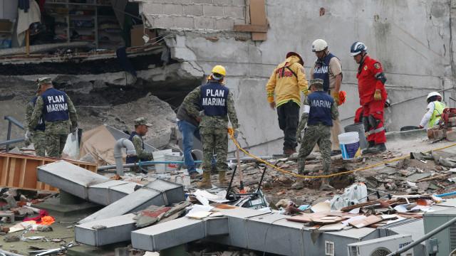 México volta atrás e nega que há menina sob escombros
