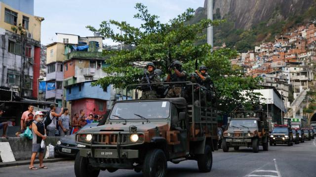 Rocinha: novos confrontos fecham estradas e túneis na Zona Sul