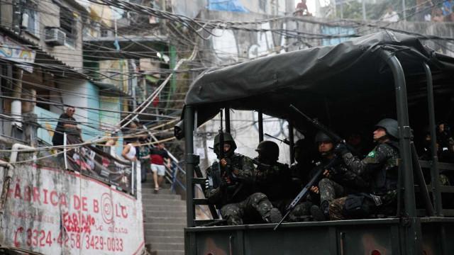 Ação na Rocinha tem seis traficantes presos e 16 fuzis apreendidos