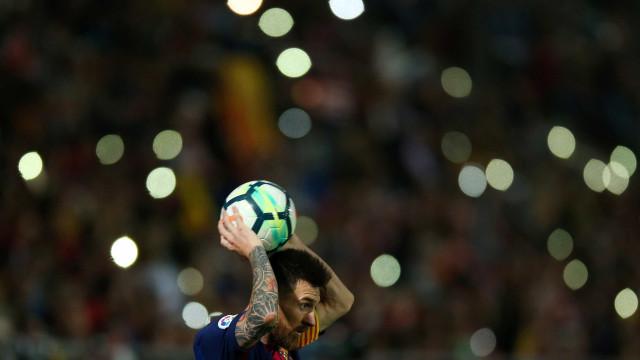 Barcelona vence Girona em derby catalão e continua líder