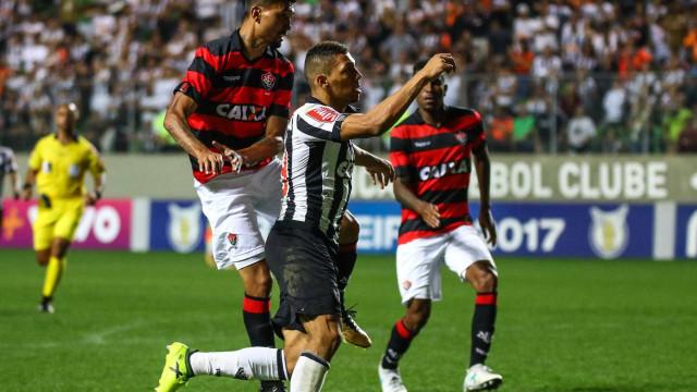 Atlético-MG perde para o Vitória e torcida escolhe técnico como vilão
