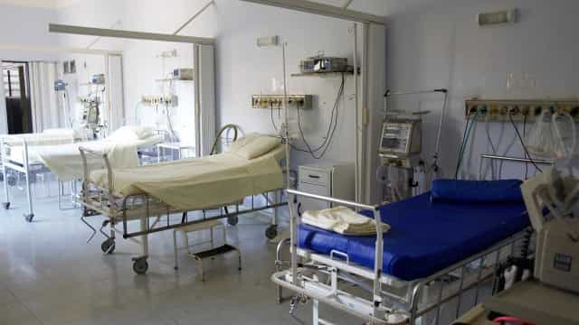 Jovem morre após aparelho cair sobre sua cabeça no hospital