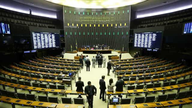Emenda da Câmara recomenda que governo se posicione contra aborto