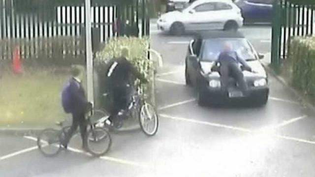 Ataque de fúria: pai de aluno atropela professor em estacionamento