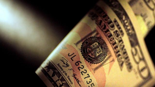 Dólar sobe para R$ 3,23, maior nível em 3 meses