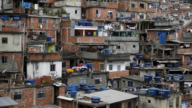 Crivella visita 'guerra da Rocinha' e enfrenta cobrança de moradores