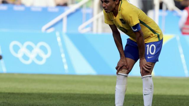 Marta diz que não se aposentará da seleção, mas está triste por colegas