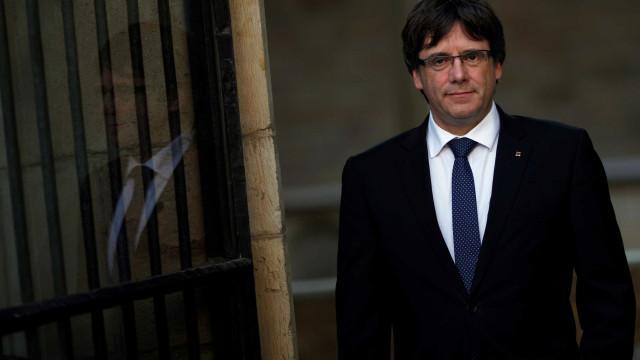 Na prisão, Puigdemont pede a catalães: 'Não podemos baixar a guarda'