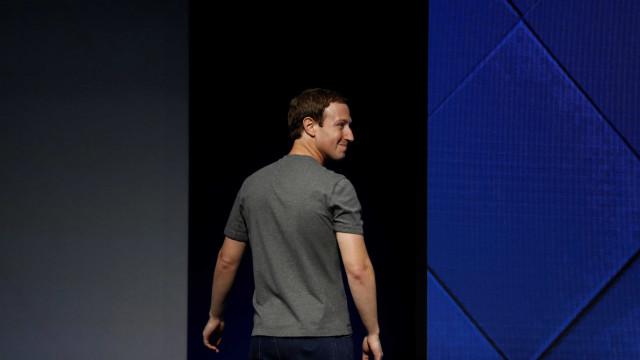 """Zuckerberg se desculpa por ter """"dividido as pessoas em vez de as unir"""""""