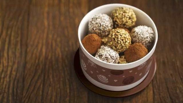 Aprenda a fazer Trufas de Chocolate e presenteie quem você ama!