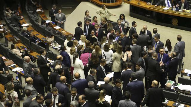Em debate sobre polêmica do MAM, deputados sugerem 'porrada' e tortura