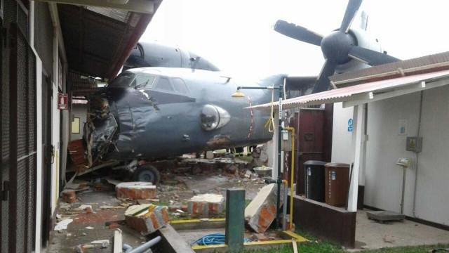 Avião das Forças Armadas colide com base policial no Peru