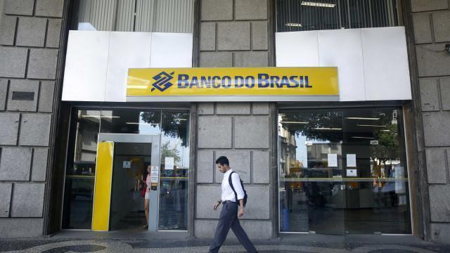 Quadrilha explode prédio de agência bancária no interior de SP
