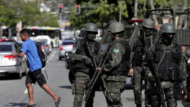 Moradores relatam tiroteio de cinco horas em morro no Rio