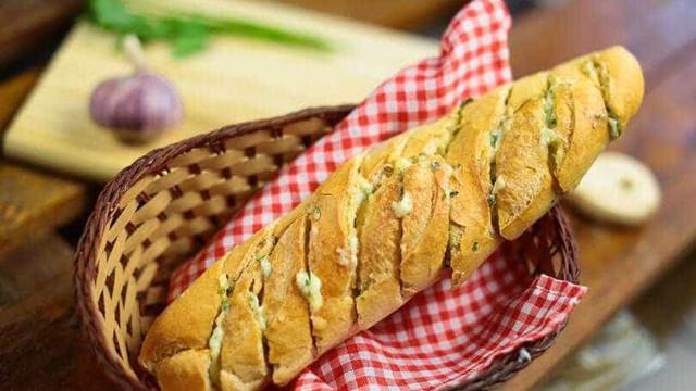 Desvende todos os segredos para preparar um delicioso pão de alho