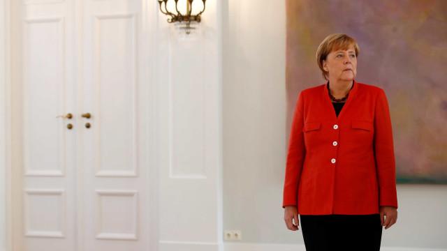 Sociais-democratas aprovam coalizão com Merkel