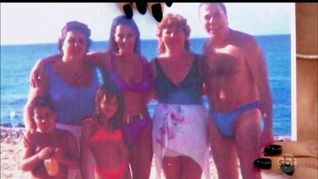 Lívia Andrade mostra foto antiga de Silvio Santos de sunga