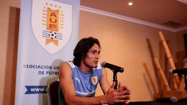 Cavani confirma atrito, mas quer Neymar melhor do mundo