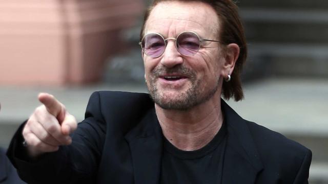 U2 sofre com trânsito em SP e segue a pé para sessão de fotos