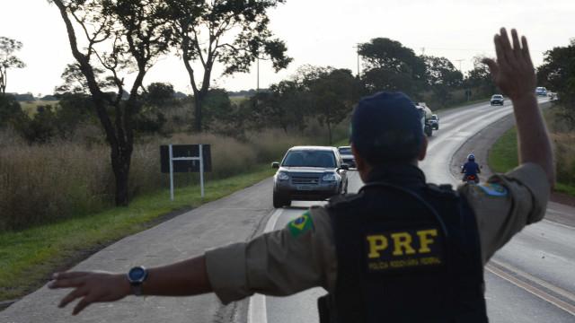 PRF prende dois homens com 37kg de cocaína na Rio-Petrópolis