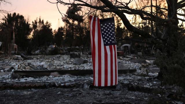Sobe para 31 número de mortos em incêndios na Califórnia