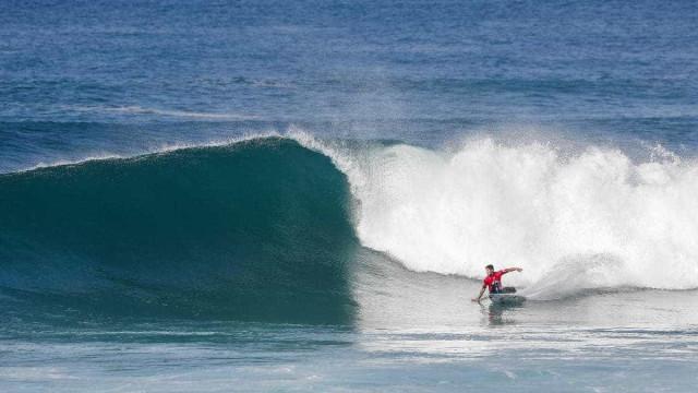 Medina vence italiano e avança na etapa francesa do Mundial de Surfe