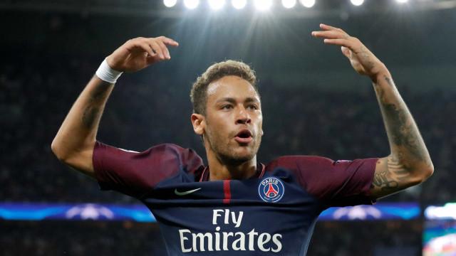 'Não gosto de falar das coisas que eu faço dentro de campo', diz Neymar