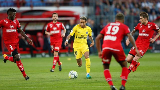 Lance espetacular de Neymar vira destaque no site do PSG; assista