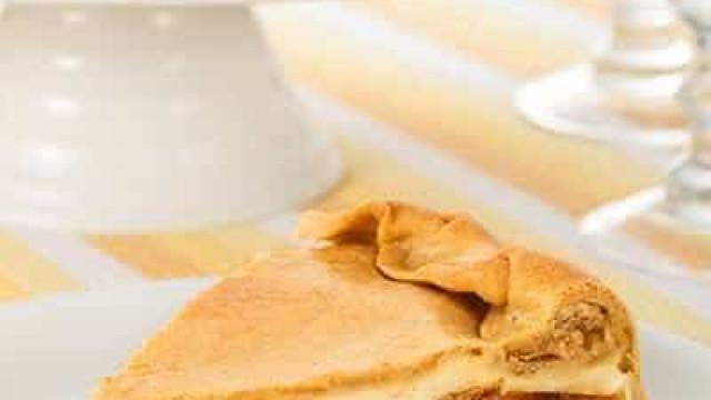 Torta de paleta desfiada com catupiry é ideal para festas; aprenda