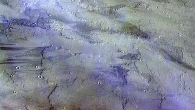 Sonda transmite imagens impressionantes de nuvens em Marte