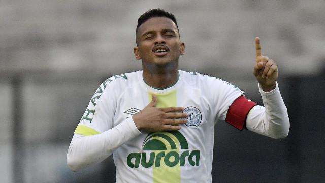 São Paulo admite conversas com Corinthians, mas quer Reinaldo em 2018