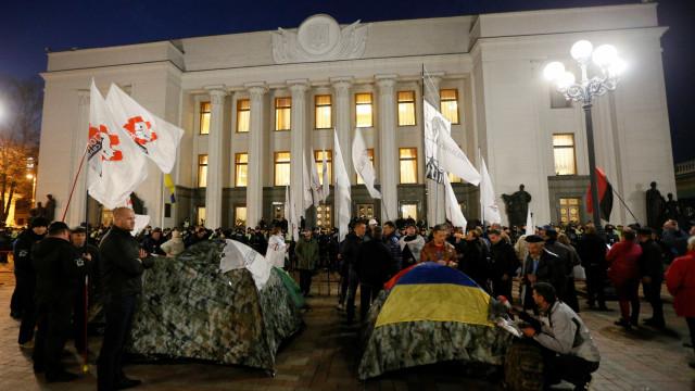 Multidão ocupa centro de Kiev contra a corrupção