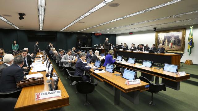 CCJ retoma debate sobre denúncia contra Temer; assista ao vivo