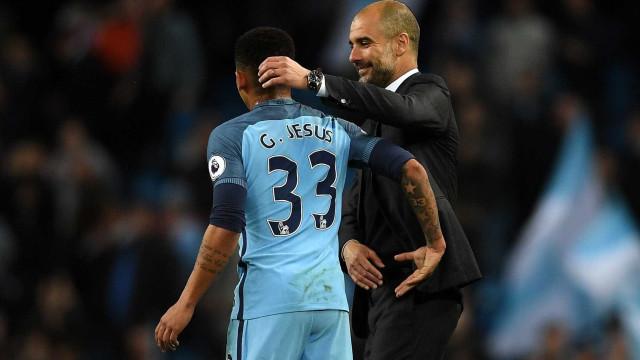 Pep Guardiola exige que jogadores do City façam aulas de inglês